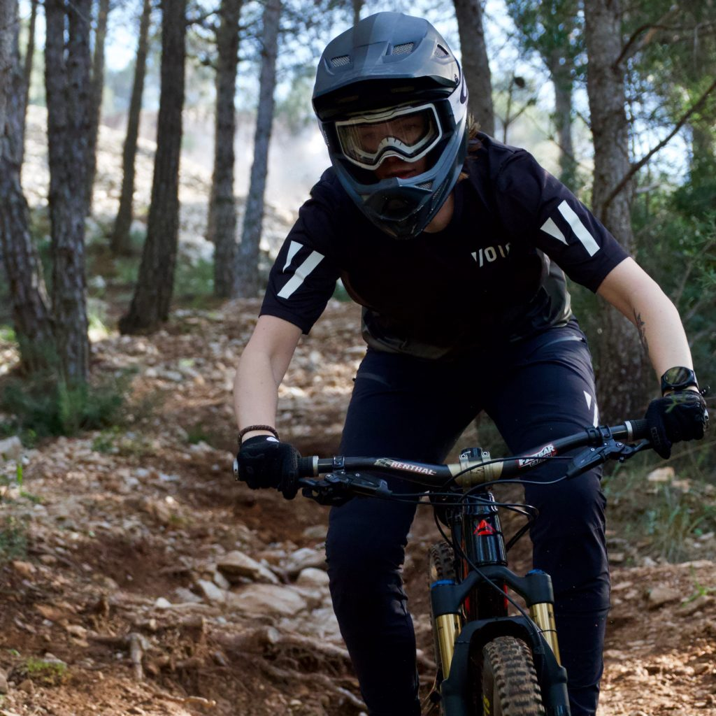 Women mountain biking : A quick guide